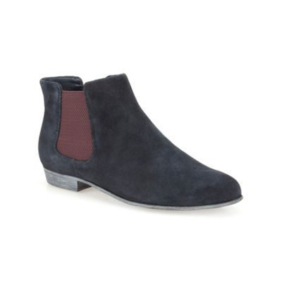 Clarks Navy suede ´ Lolly Dawson ´ flat ankle chelsea boot - . -