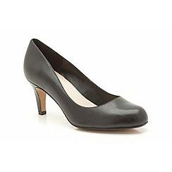 Clarks - Black leather arista abe court mid heeled shoe