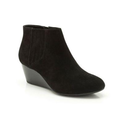 Clarks Black suede ´Luca Burmese´ wedge ankle boot - . -