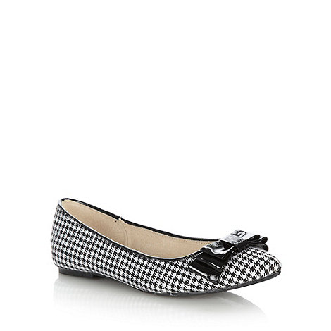 Faith - White dogtooth pointed pumps