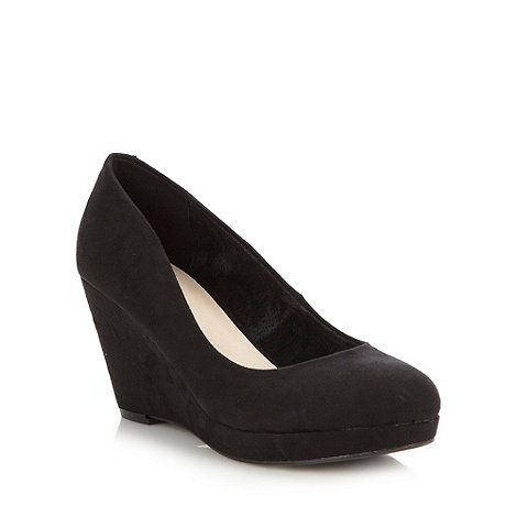 Faith - Black high wedge court shoes