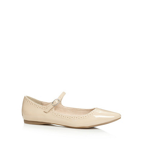 Faith - Beige +Armitt+ patent punched pointed toe pumps
