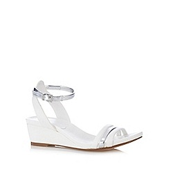 Faith - White two tone mid wedges