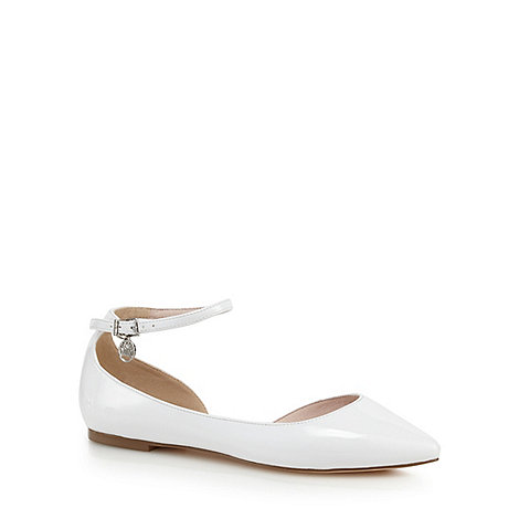 Faith - White pointed flat shoes