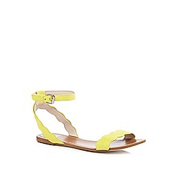 Faith - Yellow scalloped sandals