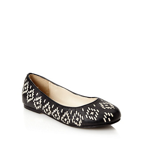 Faith - Black woven aztec patterned pumps