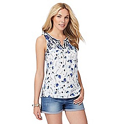 Mantaray - White leaf print vest top