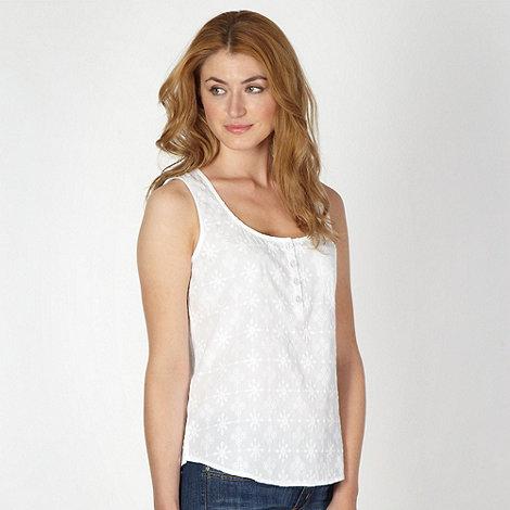 Mantaray - White embroidered scoop neck vest