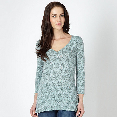 Mantaray - Pale green leaf patterned top