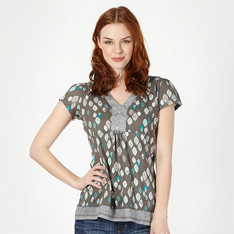 Mantaray - Dark grey leaf print top