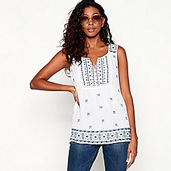 Mantaray - White leaf print embroidered top