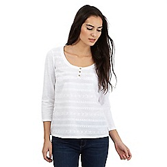 Mantaray - White three quarter length embroidered top