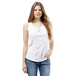 Mantaray - White broidery sleeveless top
