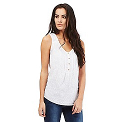 Mantaray - White flower embroidered vest top