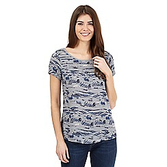 Mantaray - Grey textured animal scene print shell top