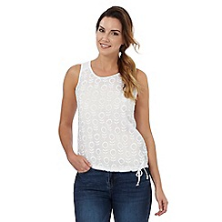 Mantaray - White leaf embroidered vest top