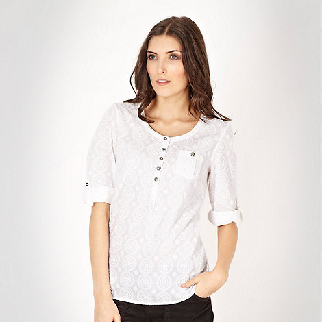 Mantaray - White circle embroidered roll sleeve top