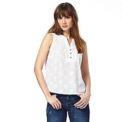Mantaray - White tulip embroidered top