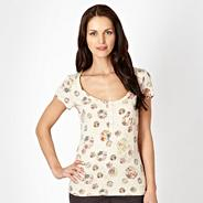 Natural floral circle textured top