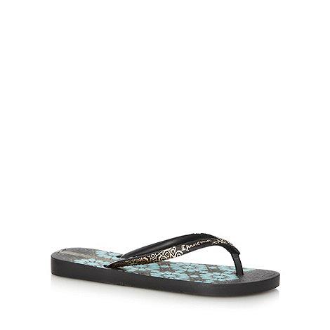 Ipanema - Black geometric floral flip flops