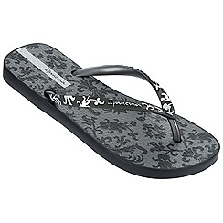 Ipanema - Black filigree toe post flip flops