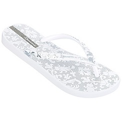 Ipanema - White filigree toe post flip flops