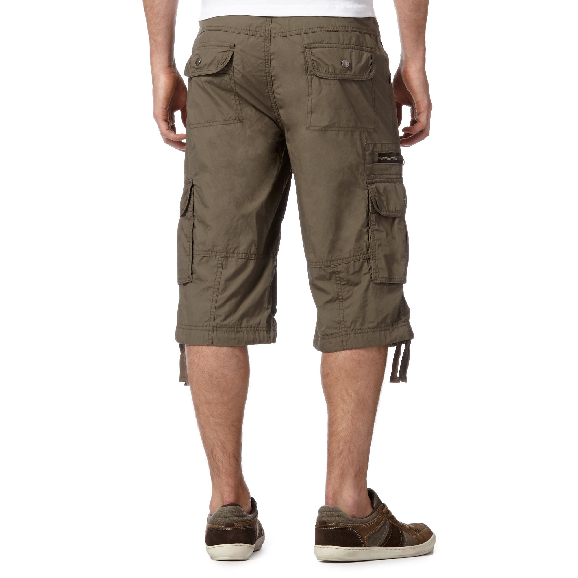 Men's Trousers Men's 3/4 Length Trousers When the weather starts to look that little bit brighter, you can't go wrong with a pair of 3/4 length trousers from Trespass.