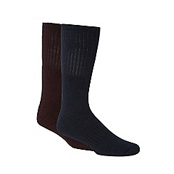 Mantaray - Pack of two dark red and navy ribbed socks in a gift box