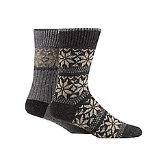 Mantaray - Pack of two grey and dark grey snowflake boot socks