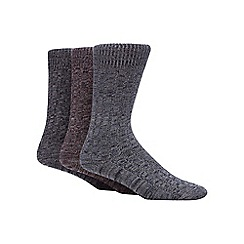 Mantaray - Pack of three assorted ribbed twist socks