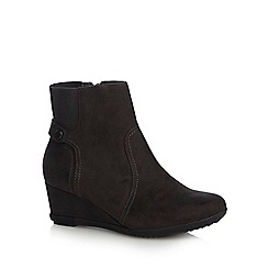Good for the Sole - Dark grey suedette 'Gosling' mid heel wide fit ankle boots