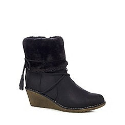Mantaray - Black 'Mayback' mid wedge heel ankle boots