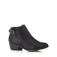 Mantaray - Black buckle and zip ankle boots