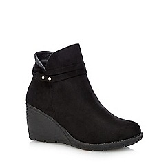 Mantaray - Black wedge ankle boots