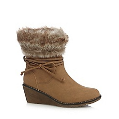 Mantaray - Tan faux fur trim ankle boots