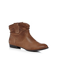 Mantaray - Tan ruched ankle boots
