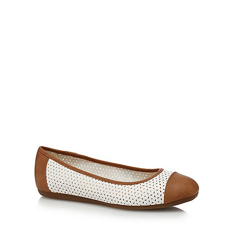 Good for the Sole - White +Gabrielle+ wide fit pumps