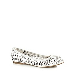 Mantaray - White 'Melissa' flat pumps