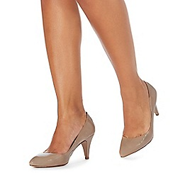 Faith - Natural 'Cinnie' mid kitten heel court shoes
