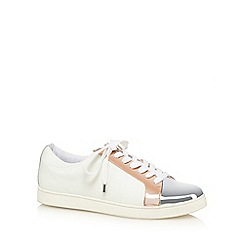 Faith - Silver metallic 'Kylie' lace up trainers