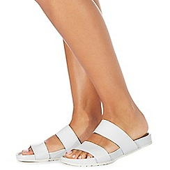 Faith - White leather 'Joleen' flip flops