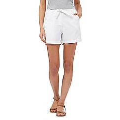 Mantaray - White embroidered detail shorts