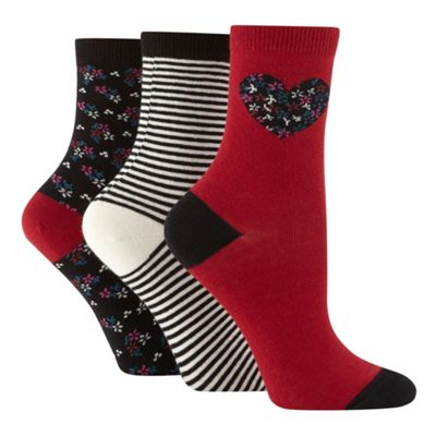 Pack of three dark red placement flower socks