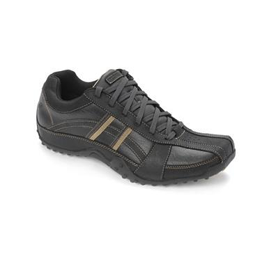 Black tract trainers