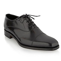 Loake - Black 'Cagney' toe cap shoes