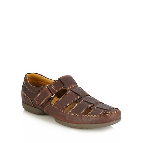 Clarks - Wide fit +recline+ brown padded leather sandals