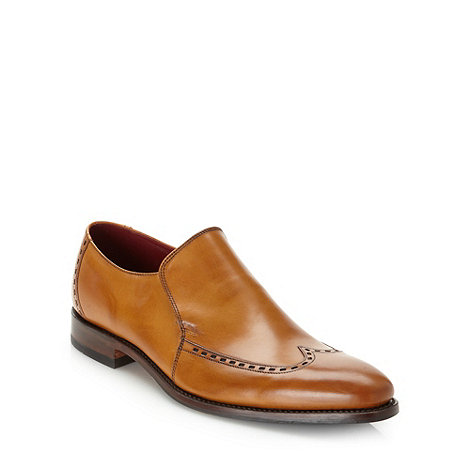 Loake - Tan rectangular bordered wing cap shoes