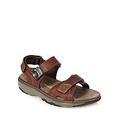 Clarks - Brown leather µRaffeð walking sandals
