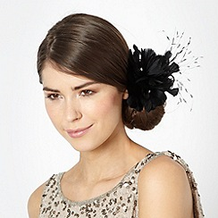 Debut - Black triple feather corsage clip