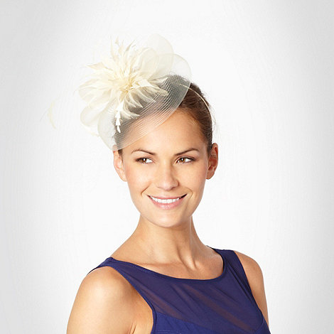 Star by Julien Macdonald - Cream feathered flower and mesh fascinator